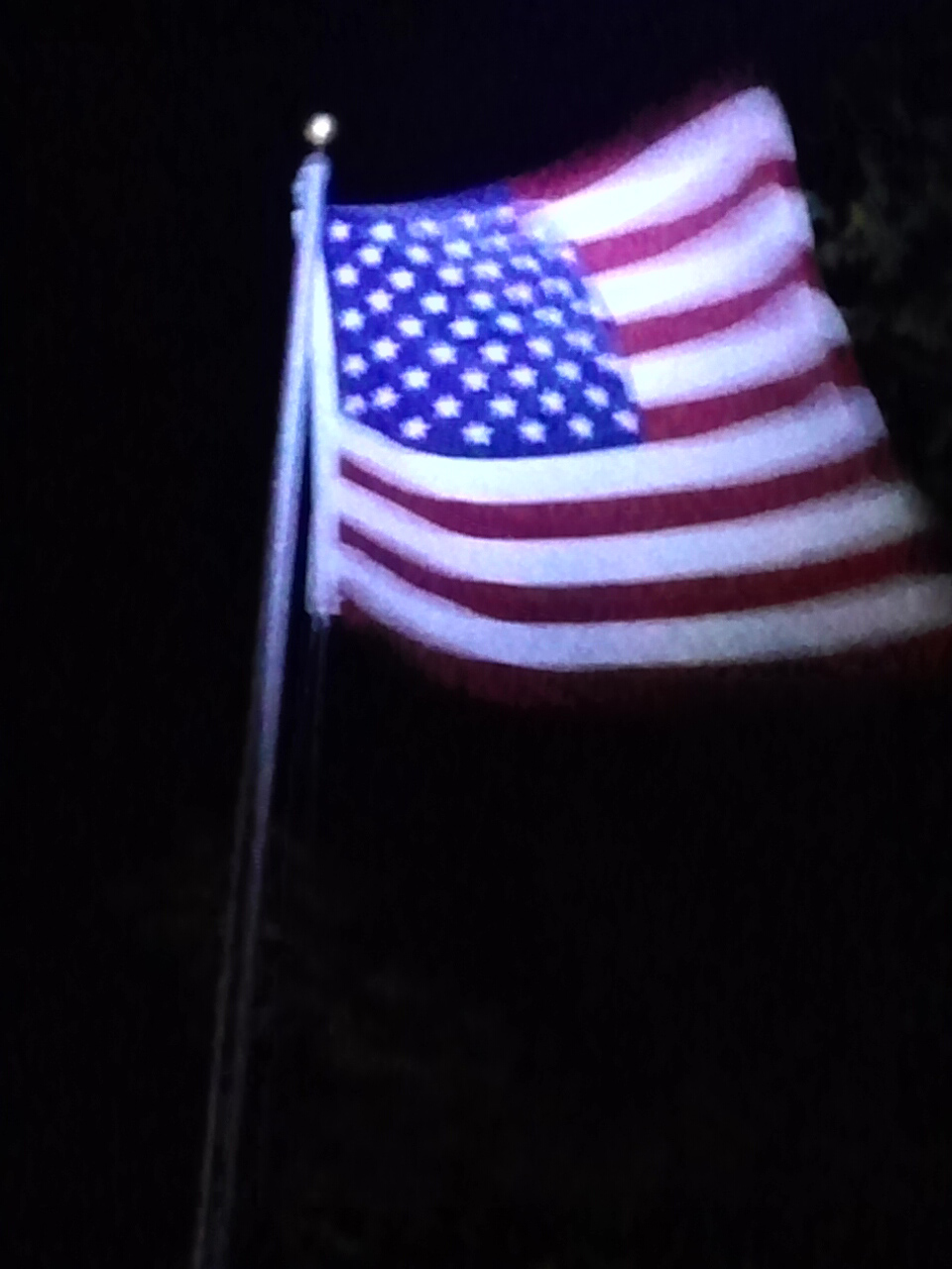 PolePal Extreme illuminating flag at night