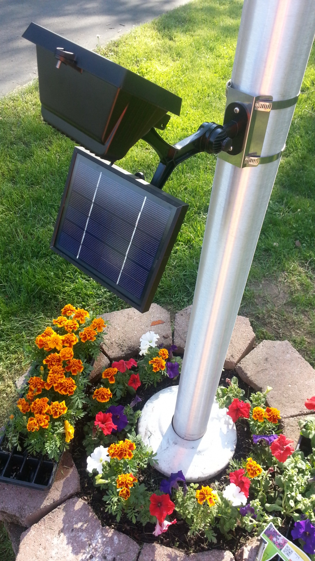 28 solar powered flagpole light commercial grade